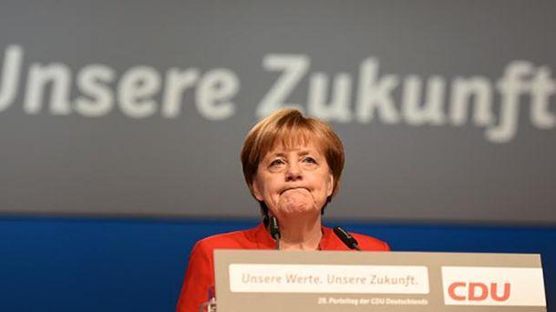 Порошенко обсудил сМеркель прекращение огня наДонбассе