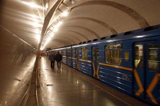 ВКиеве наметро «Лукьяновская» женщина бросилась под поезд