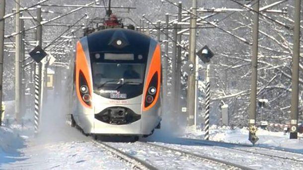 Поезд Интерсити + «Киев-Львов-Перемышль» сбил мужчину