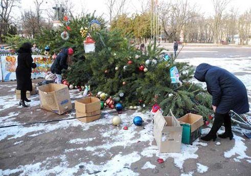 Водном изгородов Киевской области упала главная елка
