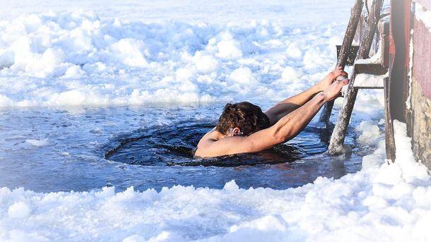 Водохреща близько: як підготувати організм до купання в ополонці за два дні