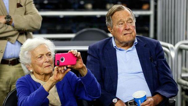 Супруга Буша-старшего доставлена вбольницу вслед замужем