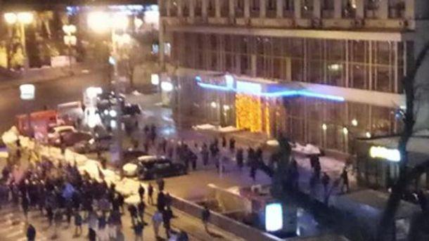 ВКиеве произошла потасовка между полицейскими инационалистами
