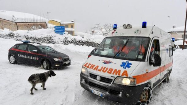 Cотрудники экстренных служб обнаружили еще четырёх выживших витальянском отеле