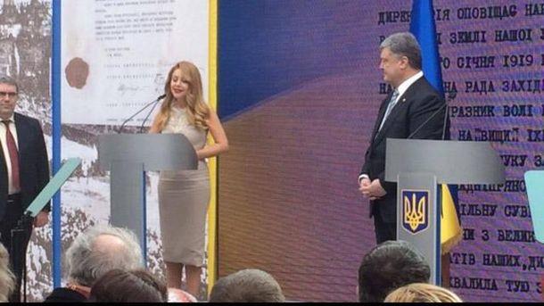 Порошенко присвоил Тине Кароль звание народной артистки