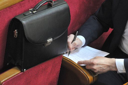 Накормить депутата: почему народные избранники стремятся к большим зарплатам