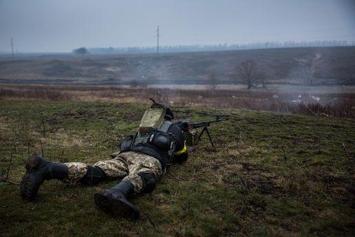 Оккупанты обстреляли изБТРов Широкино, однин украинский военный ранен— штаб АТО