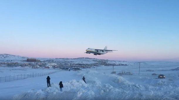 Украинский «Руслан» спас Boeing изледяного плена вКанаде