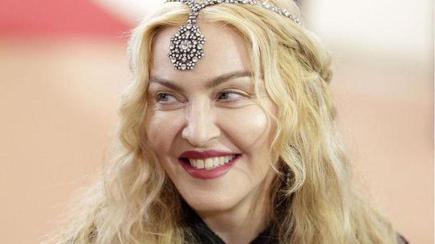 Мадонна официально удочерила 2-х африканских девочек-близнецов