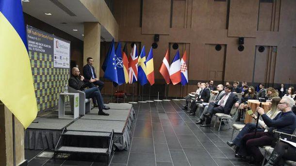 Яценюк: Санкции против Российской Федерации защищают такжеЕС иСША