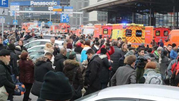 Ваэропорту Гамбурга случилось массовое отравление неведомым веществом