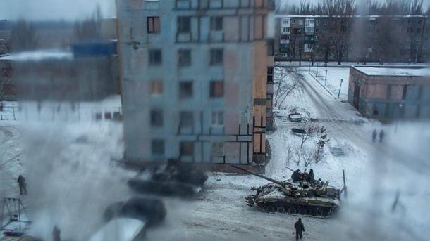 Снаряд боевиков попал в многоквартирный дом: много раненых, – Порошенко