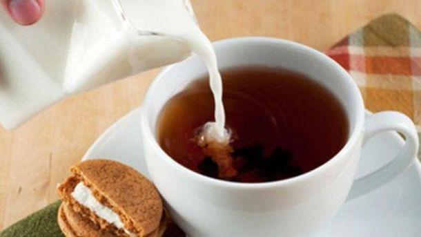 Вчені довели, що не можна пити чай з молоком