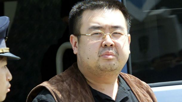 Момент нападения убийцы наКим Чен Нама попал навидео