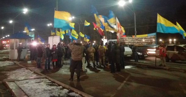 Українці прийшли з піснями до посольства Росії у Києві: опублікували фото