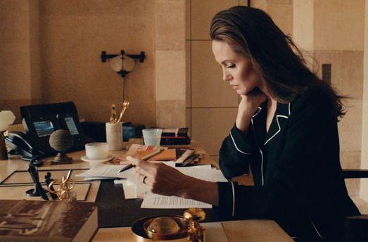 Анджелина Джоли снялась врекламе нового аромата отGuerlain
