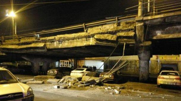 ВКиеве обрушилась часть Шулявского моста, через который проходит существенная автомагистраль