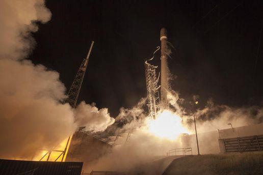SpaceX хочет организовать в 2018-ом году коммерческий полет вокруг Луны