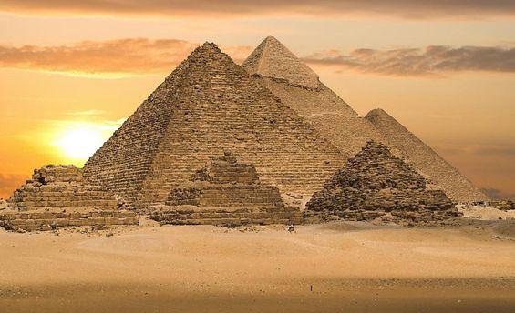 Астронавт презентовал, как выглядят изкосмоса египетские пирамиды