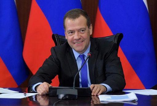 Медведев сделал платным проезд потрассе «Украина» практически на100 лет