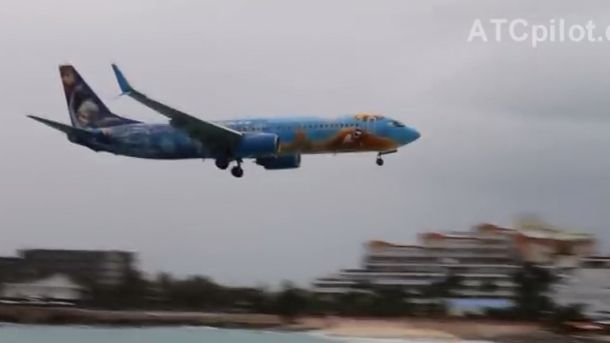 Видео самых рискованных приземлений самолетов ваэропорту острова Сен-Мартен