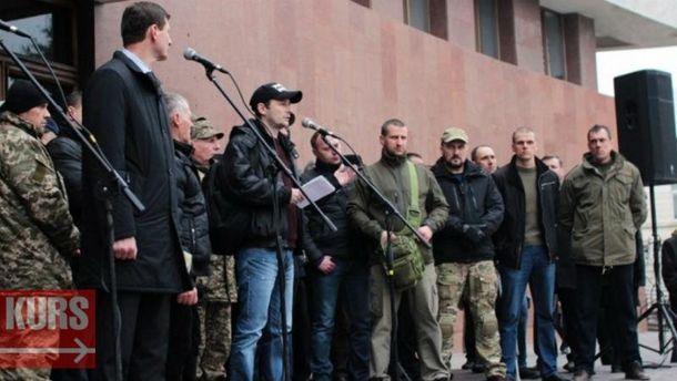ВЛуцке иЧерновцах протестующие заняли помещения ОГА: требуют отпустить задержанных «блокадовцев»