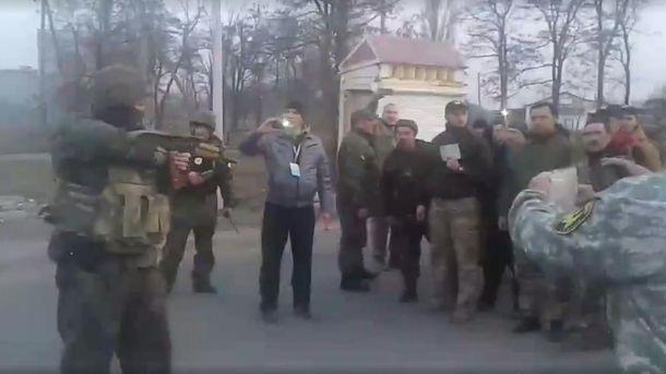 ВКонстантиновке наблокпосту впроцессе конфликта травмирован полицейский