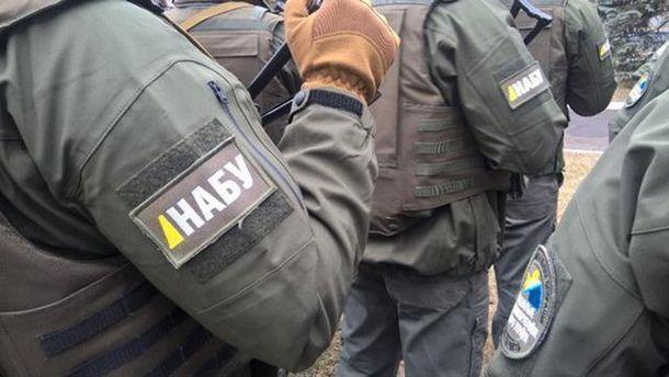 Двое служащих СБУ погорели накрупной взятке