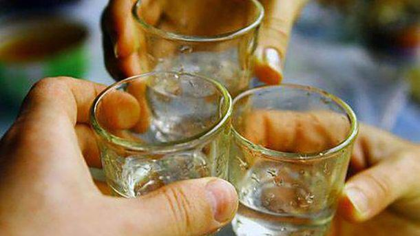 Рада ужесточила ответственность военных зараспитие алкоголя исамоволку