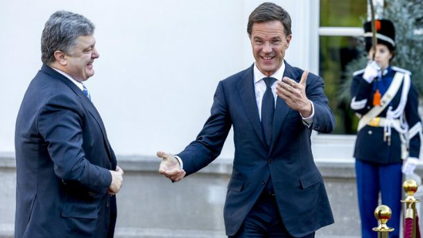 Порошенко поздравил премьера Нидерландов спобедой его партии напарламентских выборах