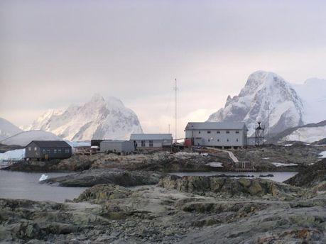 Около  украинской антарктической станции разведаны месторождения нефти игаза— ученый