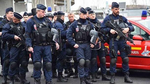 ВоФранции задержали 3-х подозреваемых внападении навоенных вОрли
