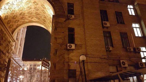 Стена, по которой, возможно, стреляли