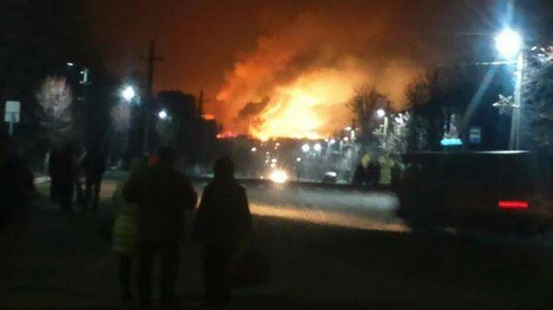 Полторак: ВБалаклее пожар бушует натрети территории склада
