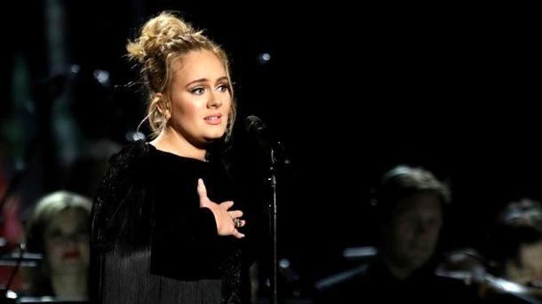 Адель посвятила «Make You Feel MyLove» жертвам теракта встолице Англии