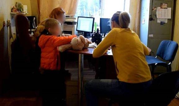 ВКиеве переселенка избила приемную дочь добессознательного состояния