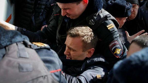 Навальный останется ночевать в милиции