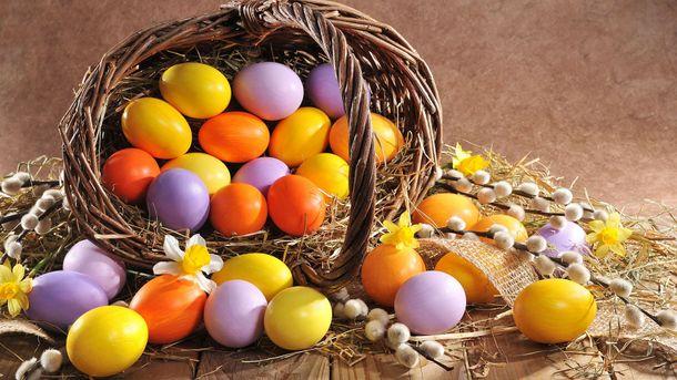 Пасхальные яйца: 9 интересных идей для окрашивания натуральными красителями (Инфографика)
