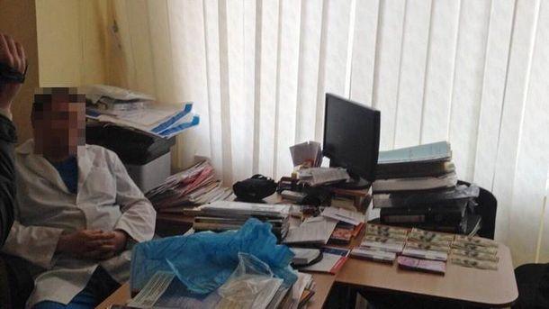 Харьковский доктор добивался отпациента сто тыс. грн заоперацию— СБУ