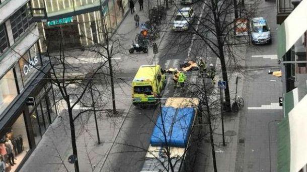 Рано называть терактом наезд грузового автомобиля напешеходов вСтокгольме— специалист