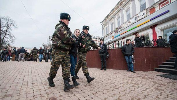 ВДуме хотят разрешить полицейским использовать оружие втолпе