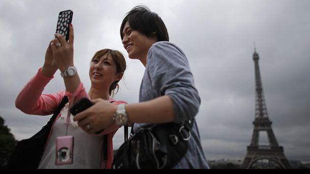 Китайцев признали более  щедрыми туристами напланете