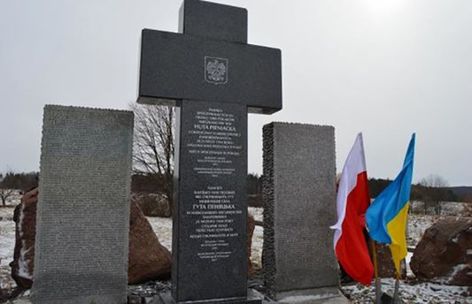 Остановили легализацию польских мемориалов вгосударстве Украина