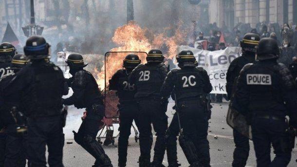 Встолице франции  два сотрудника сил правопорядка ранены впроцессе  Первомая