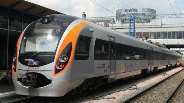 Поїзд «Інтерсіті» смертельно травмував чоловіка уЛьвівській області