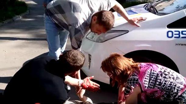 ВЗапорожье патрульные наехали автомобилем наженщину, которая пыталась помешать задержанию