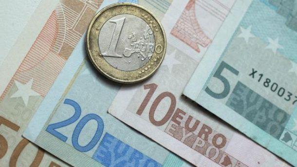 Євро і долар продовжують дешевшати