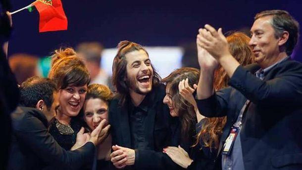 Финалист Евровидения-2017 Сальвадор Собрал удивил гостей киевского бара