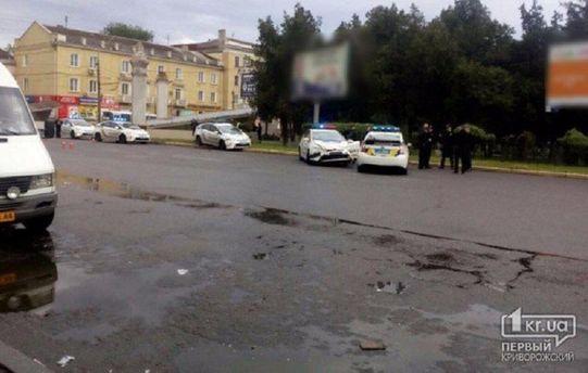 На місці оформлення ДТП уКривому Розі зіткнулися три автомобілі патрульної поліції