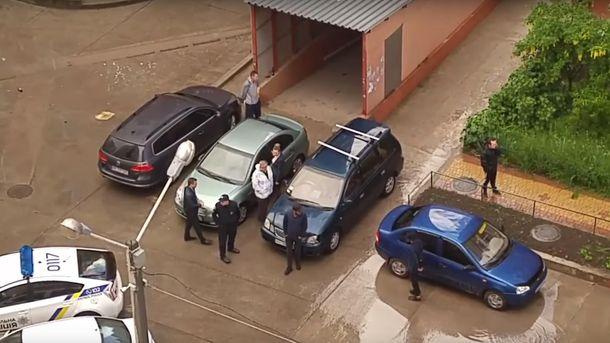 Вході масової бійки одеському поліцейському зламали ніс